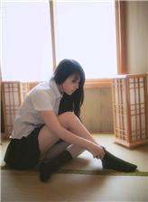 日本女学生中同袜图片 穿高筒袜的日本电影图片