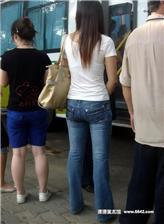 牛仔裤紧身女孩 牛仔裤女 紧身打底牛仔裤下面