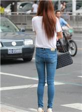 紧身牛仔裤的美臀,大学 紧身牛车美女