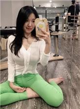 瑜伽美女紧身裤凹凸 美女紧身裤显沟视频