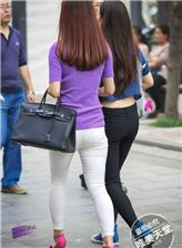 美女紧身裤显沟视频 街拍美女紧身裤