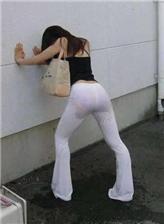 女生不穿裤子尿尿全身 尴尬图片