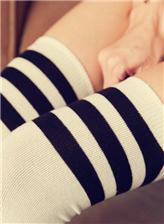 初中女生穿简筒袜视频 写真图