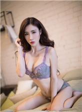 真人美女裸体全毛深色诱惑内衣披肩美女图片