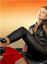 骑摩托车霸气女孩图片