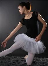 女孩穿连体衣舞蹈图片