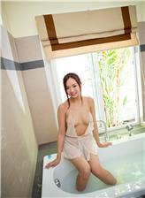 色喜寒磊浴缸里的诱人美体写真