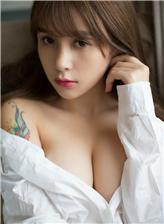高中美女衬衫透明内衣发育的很完美的女生