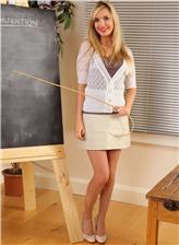 俄罗斯观鲍图 俄罗斯长腿金发性感女教师教室写真