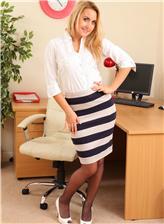 俄罗斯大洋黑洞 俄罗斯性感斑马裙女秘书办公室写真