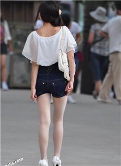 街拍短裙大妈丰腴肥妇人很性感