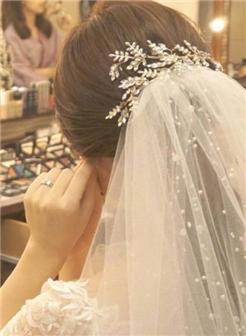 你静静的在橱窗前,仙气十足新娘发型2018最新款