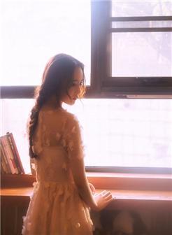 柳黛细眉温婉柔美暖系美女写真壁纸
