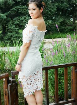 公园清纯美女美腿迷人写真