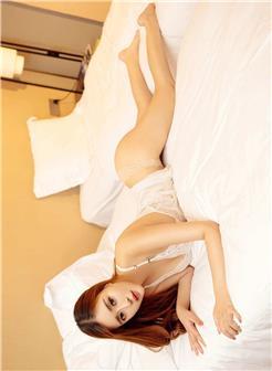 蜜丝乔依琳白色蕾丝睡衣超薄贴身写真