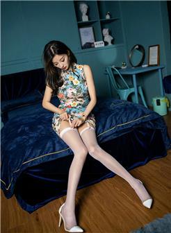 穿旗袍被用分腿器性感白腿艺术照片