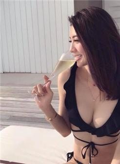 吴亚馨写真大尺度翘臀美尻诱惑写真集