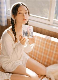 韩国双麻花辫森系女孩书房阳光写真