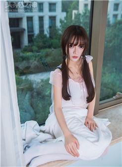 一个gif双马尾女主白袜女仆短裙窗台清纯写真集