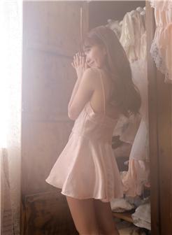29分钟黄秀气美女真丝吊带裙唯美性感写真