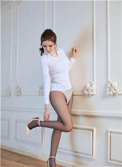 李丽莎史上最大尺寸玉腿美足丝滑诱惑写真