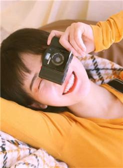91小鲜肉大二学生治愈系短发甜美女生微笑写真
