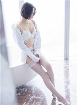 知性妩媚短发女生诱惑与感性并存的诱惑写真