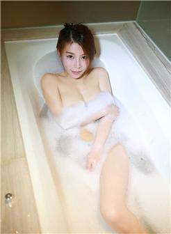 浴室泡沫全裸美女好难受想要男内图