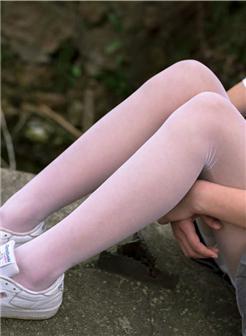 白丝帆布鞋稚嫩学生最美大腿图片