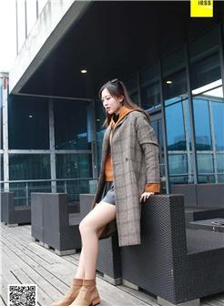 女生冬天穿的鞋高的图片