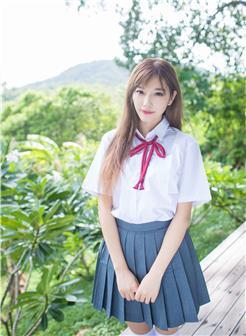 杨晨晨苏梅岛室外校服裙底风光写真