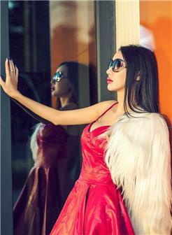 [13嫩p图片]高颜值美女红色皮裙户外墨镜写真集