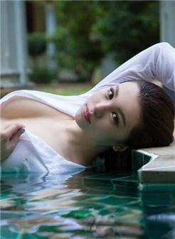 [奶大30p]白色连体睡裙泳池湿身水乳交融诱惑写真