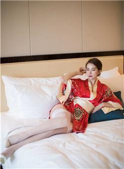 陈良玲carry写真视频床上性感和服写真美图