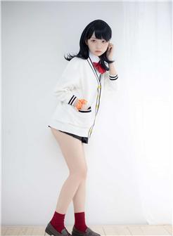 学妹清纯可爱肉丝配白运动鞋图片