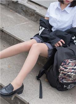 赤足者公园短丝肉丝美足学生装写真集