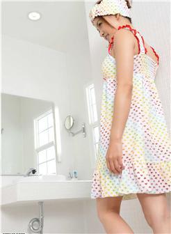 伊东莉娜玉脚美足浴室洗澡写真集