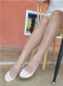 女神帆布鞋船袜户外性感丝足街拍写真