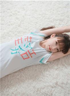 莲秀图院草莓糖果白丝长袜性感床上写真
