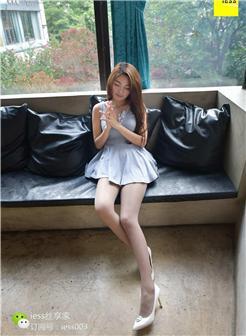 青春期女性穿裙子丝袜美腿写真照片