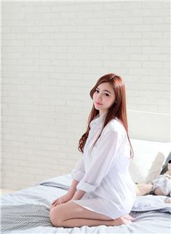 台湾车模苏小立白衬衫床照写真集