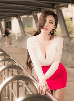 赵芸Beautyleg美白乳沟红色短裙外景写真