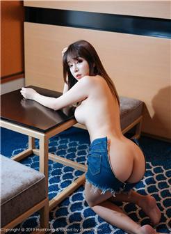 美女翘臀跪床牛仔裤图片大全