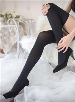 金子美惠绝对领域吊带袜黑丝图片