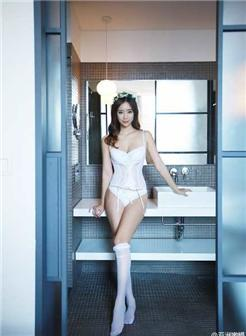 模特雪雪人体白色丝袜美若仙子写真