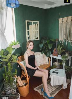 日本OL丝袜会所床上模特大胆写真