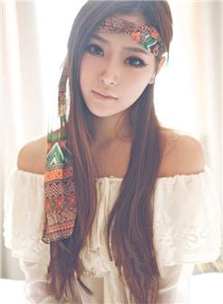 头上系着纱巾的冷艳女孩照片