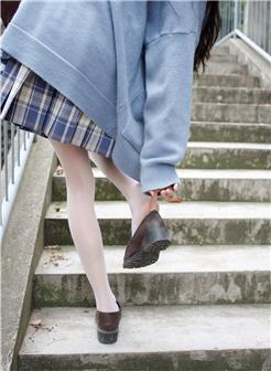 森萝财团甜米户外白色丝袜纯美写真