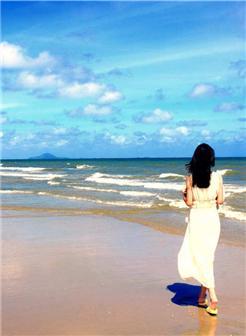 一个人海边图片女伤感大图