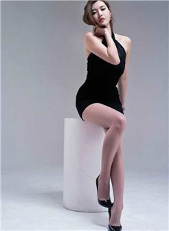 真实白领美女写真腿张开看小内内图
